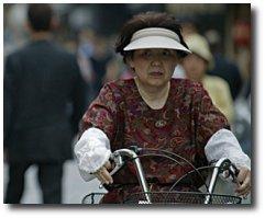 Japonaise sur un vélo